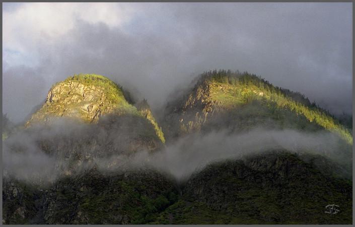 Два склона на рассвете. Устье Башкауса. Горный Алтай