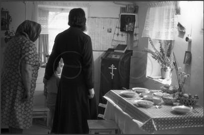 Молитва перед вкушением пищи. Дом священника Сергия Плаксина. 15.04.1985
