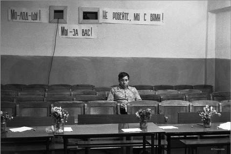 Обеденный перерыв в конкурсе бурильщиков. Учебная база буровников в поселке Елань. 25.05.1984
