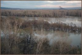 Половодье на реке Томи. Северная граница города Новокузнецка в районе поселка Шорохово.  5.05.2009