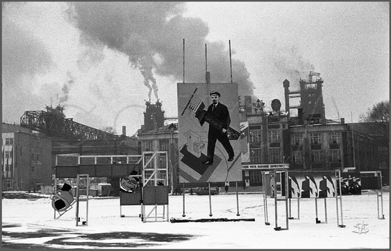Площадь Побед перед Кузметкомбинатом. Новокузнецк. 15.11.1987