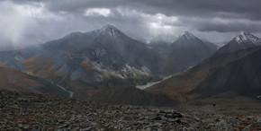 Панорама окрестностей Аккемского озера и окружающих его вершин. 28.08.2012