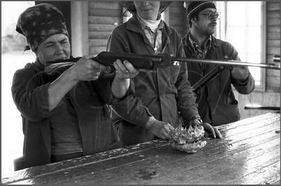 Бригада маляров на обеде. Поселок Тисуль. Кемеровская область.14.09.1983.