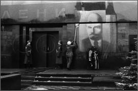 Мойка мавзолея накануне праздника. Москва 5.11.1988