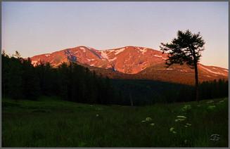 Рассвет на горе Красной. Уймонская долина. Горный Алтай