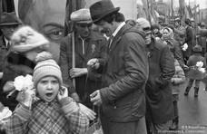 Праздничная первомайская колонна. Новокузнецк. 1982