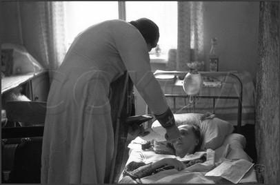 Причащение священником о. Сергием больной Людмилы. 18.04.1985