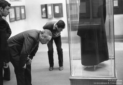 Пальто вождя в музее Ленина. Москва, 1982