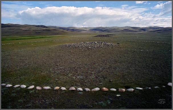 Большие керексуры в Долине Курганов.  Чуйская степь. Горный Алтай