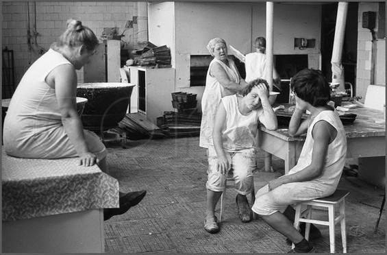 Отдых хлебопеков. Сельская хлебопекарня. Село Онгудай. Горно-Алтайская АО. 28.07.1980.