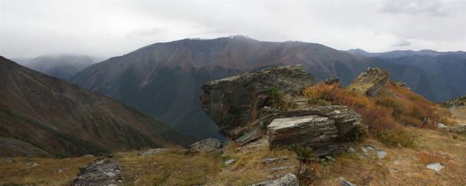 Вид на долину Кучерлы от каменной сакли. 28.08.2012