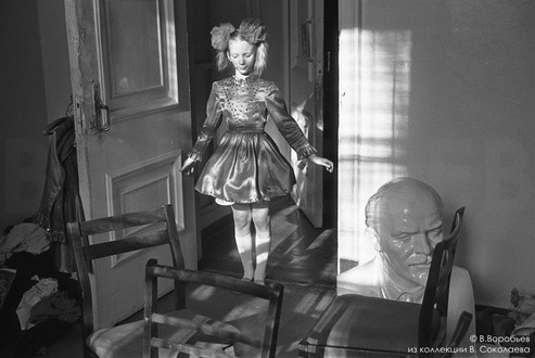 Портрет с бюстом основателя СССР. Новокузнецк. 1983.Новокузнецк, 1982