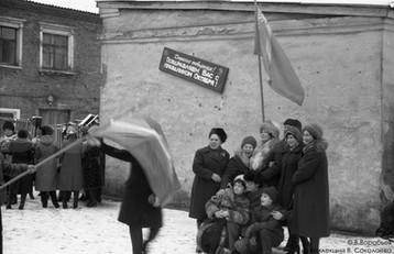 Портрет коллектива после демонстрации 7 Ноября. Новокузнецк, 1982