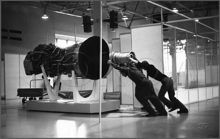 Двигатель в три человеческих силы. ВДНХ. Москва. 17.10.1989