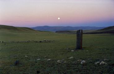 Утро Полнолуния у Шаманского камня. Река Барбургазы. Горный Алтай. 5.08.2001