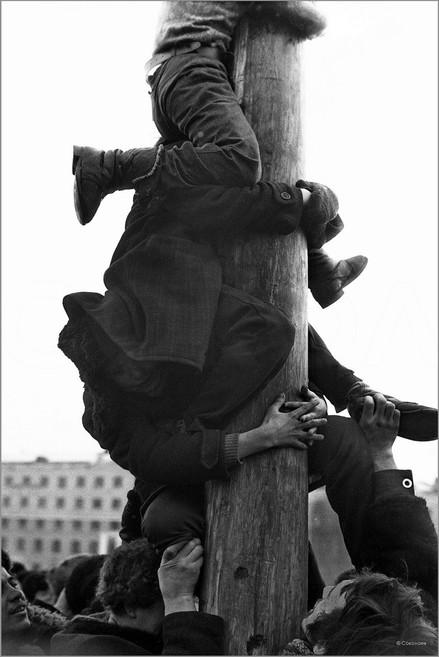 Штурм ледяного столба с подарками. Масленица на площади Ленина. Новокузнецк. 10.03.1984