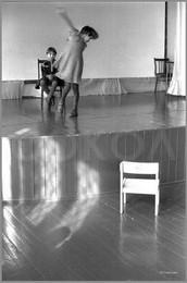 Кружение вокруг сидящей на сцене. 26.03.1987