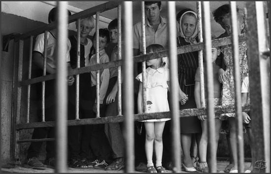 В гостях у бегемота. Передвижной зверинец. Новокузнецк. 20.07.1983