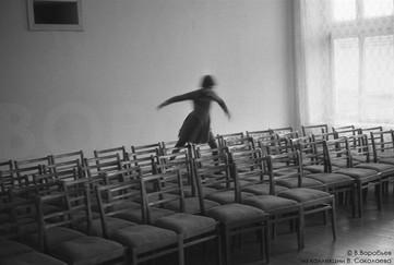 Тень и стулья. Детский дом №5, Новокузнецк, 1984