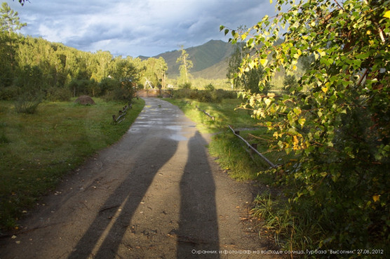 Охранник и фотограф на восходе солнцы. Турбаза Высотник. 27.08.2012