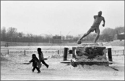 Футбольное поле стадиона «Шахтер». Прокопьевск. 10.01.1988