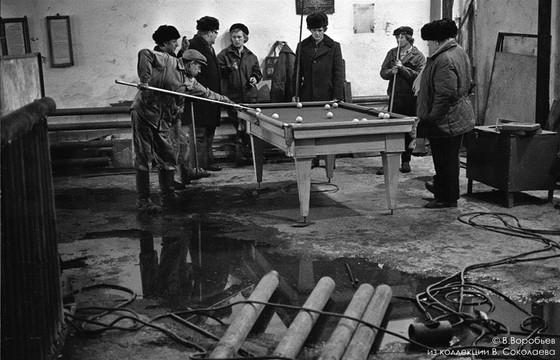 Обеденный перерыв в  механических мастерских Запсибгеологии. Новокузнецк, 1983
