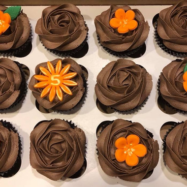 Chocolate with fondant flowers