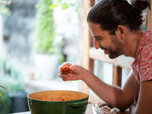 YNET / השף שהוציא ספר בישול פילוסופי
