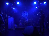 ロックバンド・ステージ写真・シルエット・青い風景・3ピースバンド