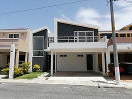 Moderna casa en venta en CES km 18.5
