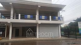 Se renta amplio local comercial de reciente construcción. en Villanueva