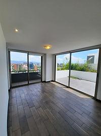 Se renta exclusivo y moderno  penthouse en zona 10