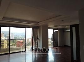 Amplio y lujoso apartamento en renta en zona 14