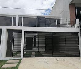 Se vende casa para estrenar en zona 15
