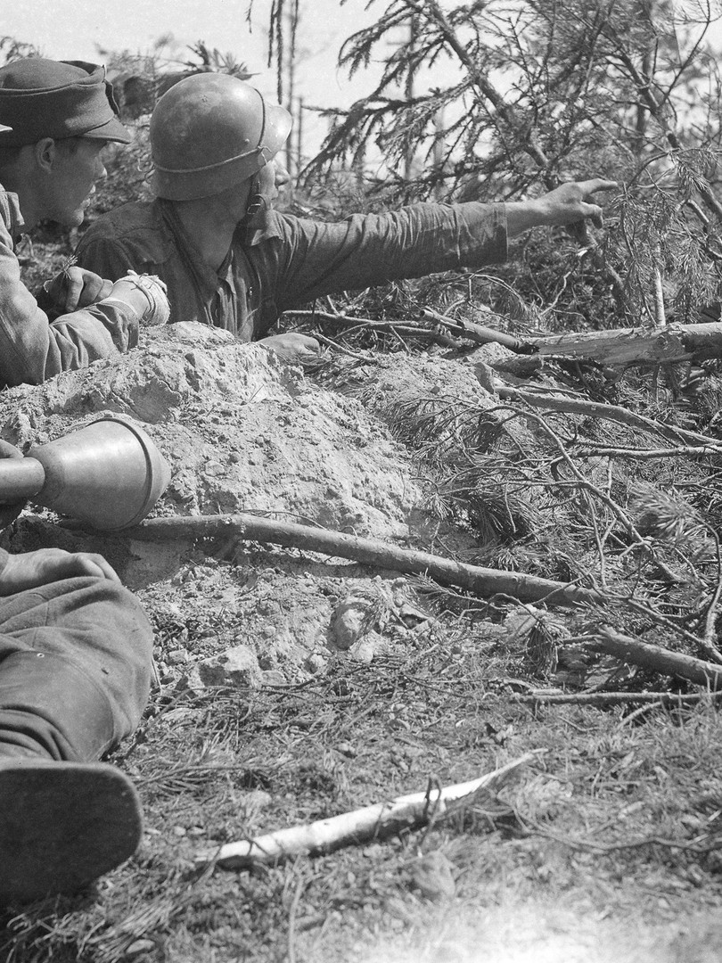 Finnish_soldiers_Ihantala_11_07_1944.jpg