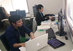 豊橋技術科学大学の学生を迎え、実務訓練を行っています