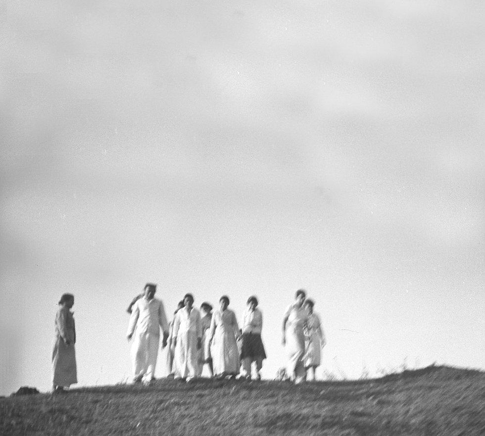 mn0671-Baba with women 1938.jpg