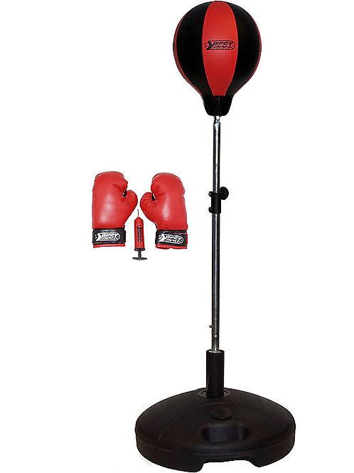 Punchingball mit Boxhandschuhen und Pumpe