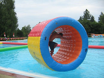 aquarunner, medence, pool, inflatable, felfújható, waterball, water-ball, water ball, waterroller, waterpark, kalandpark, water park, water roller, henger, zorbing, aquazorbing