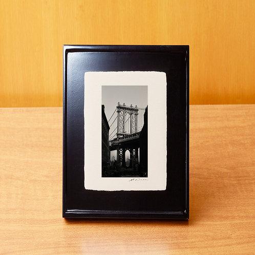 手漉き和紙,写真,インテリア,ニューヨーク,ブルックリン,マンハッタンブリッジ,橋,ダンボ,おしゃれ,インテリアフォト,風景,アートフレーム,モダン,プレゼント,ギフト,卓上額,置き型,ハガキサイズ,雑貨,フォトフレーム