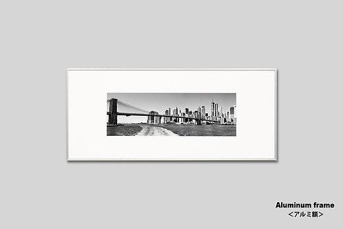 ニューヨーク,写真,ブルックリンブリッジ,橋,インテリア,風景,マンハッタン,摩天楼,ビル群,横長,インテリアフォト,アート,額入り,額装,オリジナルプリント,モノクロ,アートフレーム,おしゃれ,モダン,プレゼント,壁掛け,壁飾り