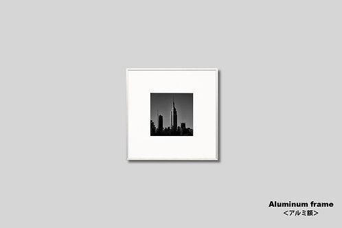 写真,ニューヨーク,エンパイアステートビル,インテリア,風景,マンハッタン,ビル群,モノクロ,正方形,額入り,壁掛け,額装,インテリアフォト,アートオリジナルプリント,アートフレーム,フォトフレーム,おしゃれ,モダン,プレゼント,壁飾り,新築祝い