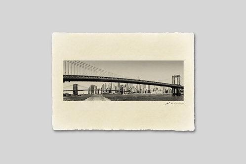 ニューヨーク/マンハッタンブリッジとブルックリンブリッジとビル群。掛け変え用写真