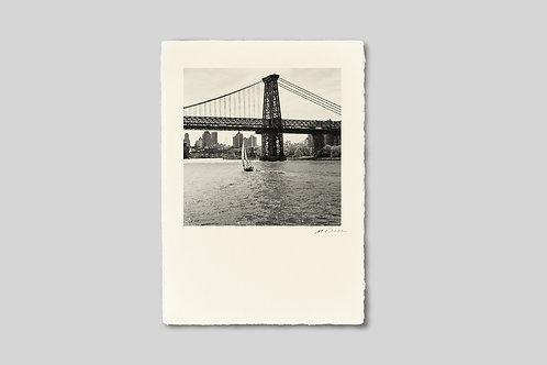 写真,ニューヨーク,インテリア,手漉き和紙,ウィリアムズバーグブリッジ,ヨット,イーストリバー,風景,ポスター,インテリアフォト,川,額装,正方形,モノクロ,和室,オリジナルプリント,アートフレーム,おしゃれ,モダン,壁掛け,壁飾り,プレゼント