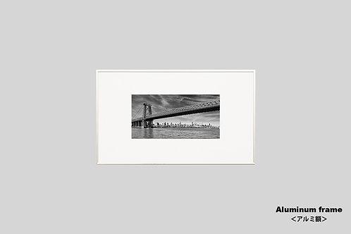 ニューヨーク,ウィリアムバーグブリッジ,橋,インテリア,写真,風景,マンハッタン,ビル群,インテリアフォト,アート,額入り,額装,モノクロ,オリジナルプリント,アートフレーム,おしゃれ,モダン,プレゼント,壁掛け,ウォールアート,新築祝い