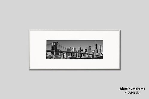 写真,ニューヨーク,ブルックリンブリッジ,橋,インテリア,風景,マンハッタン,摩天楼,ビル群,インテリアフォト,アート,都会,額入り,額装,モノクロ,アートフレーム,フォトフレーム,横長,おしゃれ,モダン,プレゼント,壁掛け,ウォールアート,新築祝い
