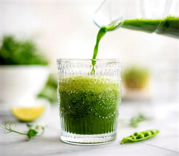 Jus herbe de blé smoothie frais