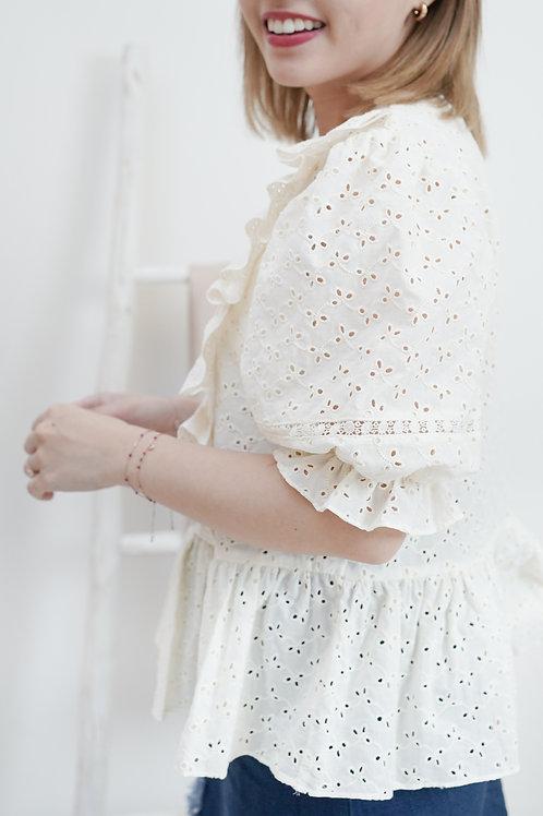 [現貨賣光不補] 米白泡泡袖通花刺繡娃娃下擺上衣