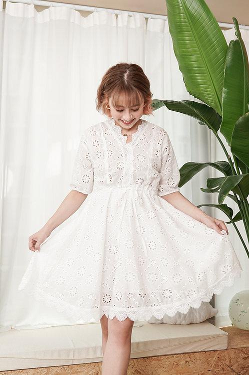 [現貨] 蕾絲花邊夏日透心涼通花刺繡束腰連身裙