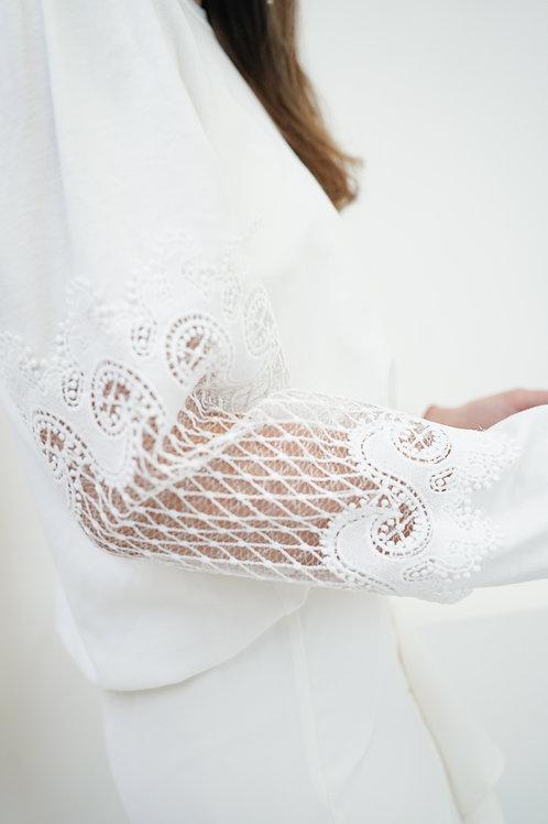 [售罄] 菱格紋半透蕾絲拼接袖子衛衣(白色)